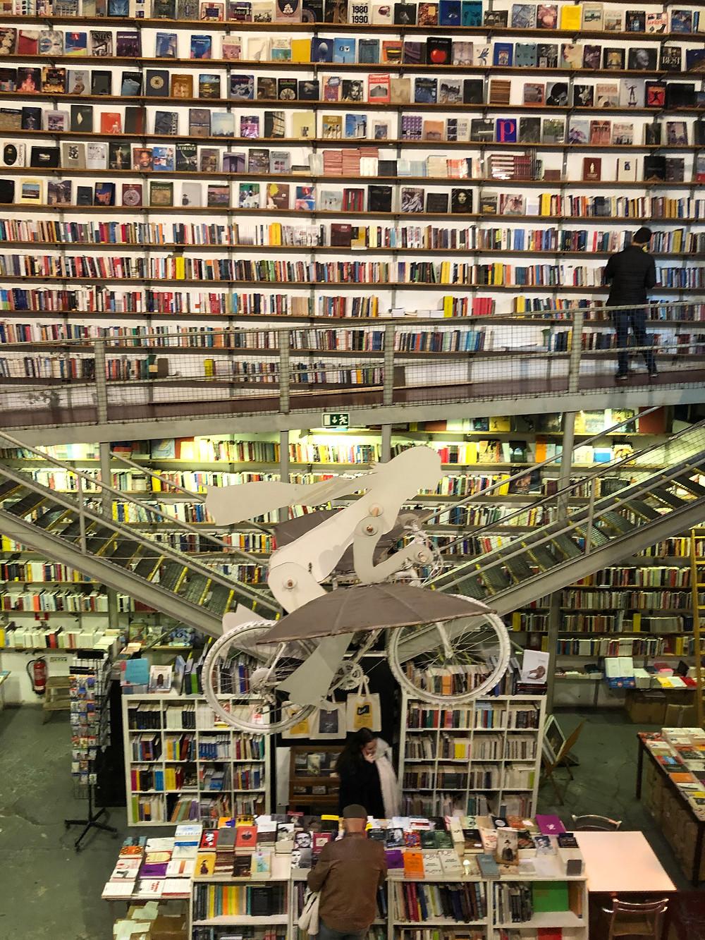 Adoro essa visita à Livraria Ler Devagar dentro da LX Factory. (Foto: Ana Maria Vilaça)