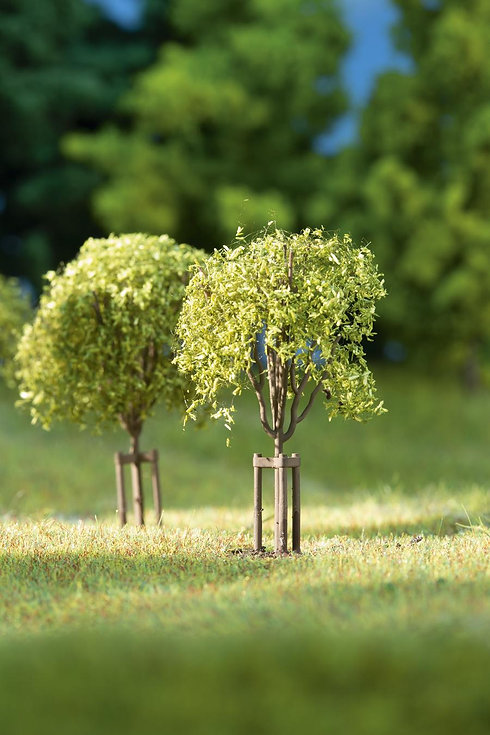 auhagen-70950-young-trees-1.jpg