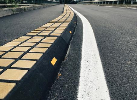 La corretta delimitazione di una pista ciclabile