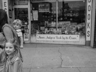 Little Girl, Bother & Mom, Read, Chicago