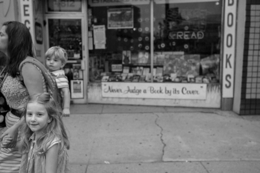 Little Girl, Bother & Mom, Read, Chicago. August 17, 2014.jpg