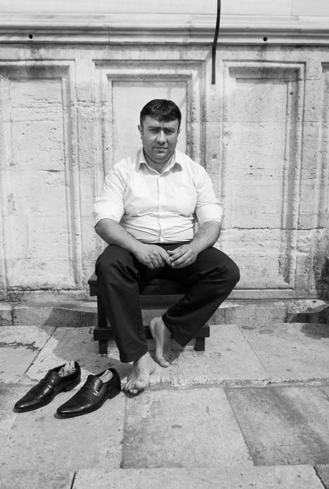 Man outside Süleymaniye Mosque, Istanbul. March 26, 2014.jpeg