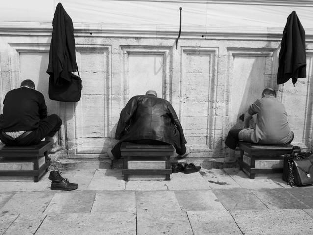 three men at Wudu outside Süleymaniye Mo