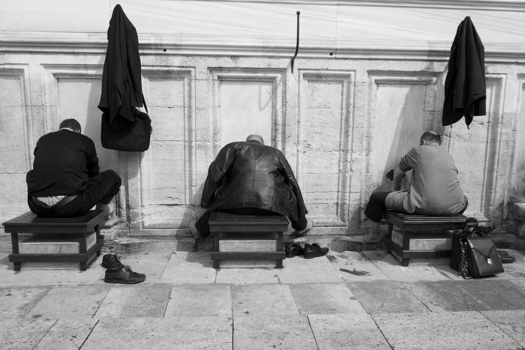 three men at Wudu outside Süleymaniye Mosque, Istanbul March 26, 2014.jpeg