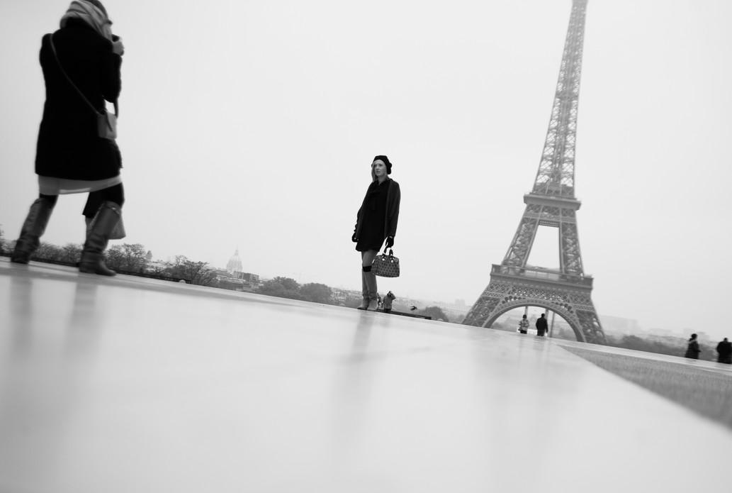 Tourists, Eiffel Tower, Paris. November 17, 2013.jpg