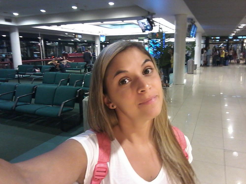 Esperando en el aeropuerto de Montevideo para emprender mi viaje low cost a Aruba