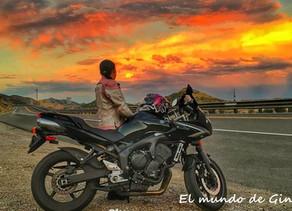 Gina y su motocicleta - Historias de Mujeres que viajan solas por el mundo