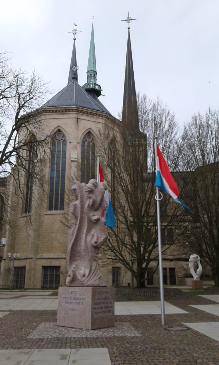 Banderas de Luxemburgo en el centro histórico de su capital