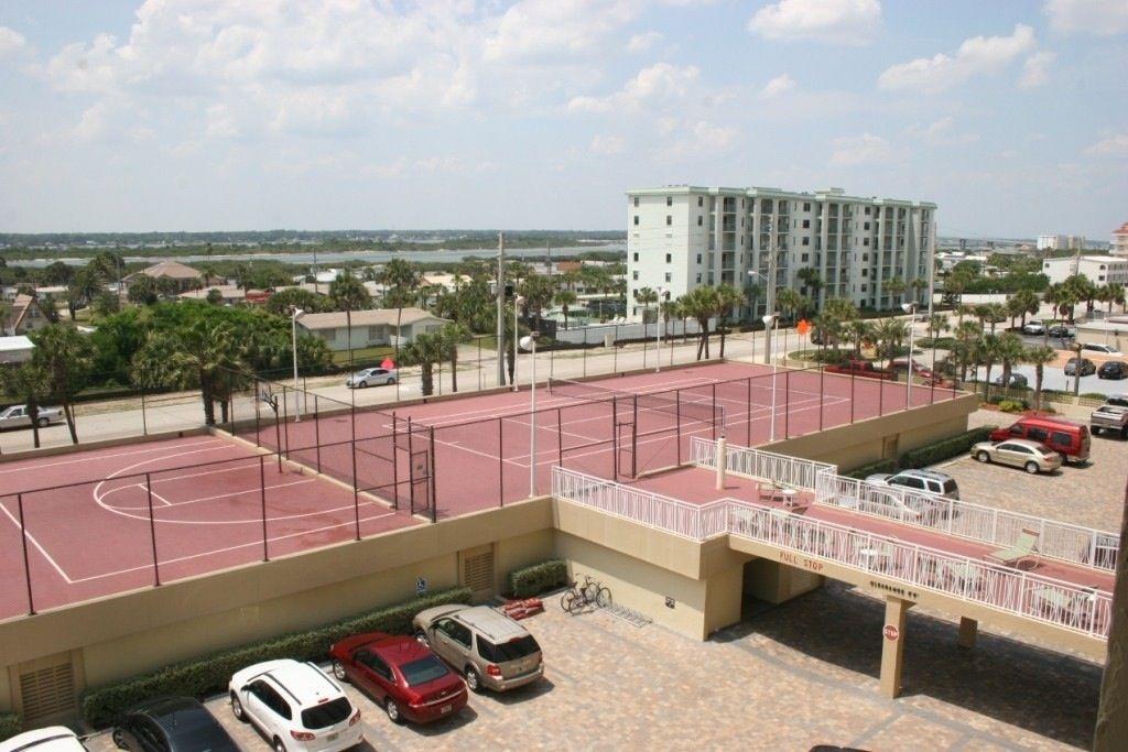 32-Tennis court