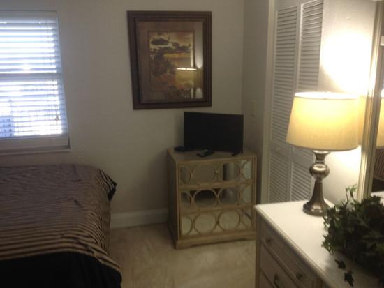 27-Guest Bedroom