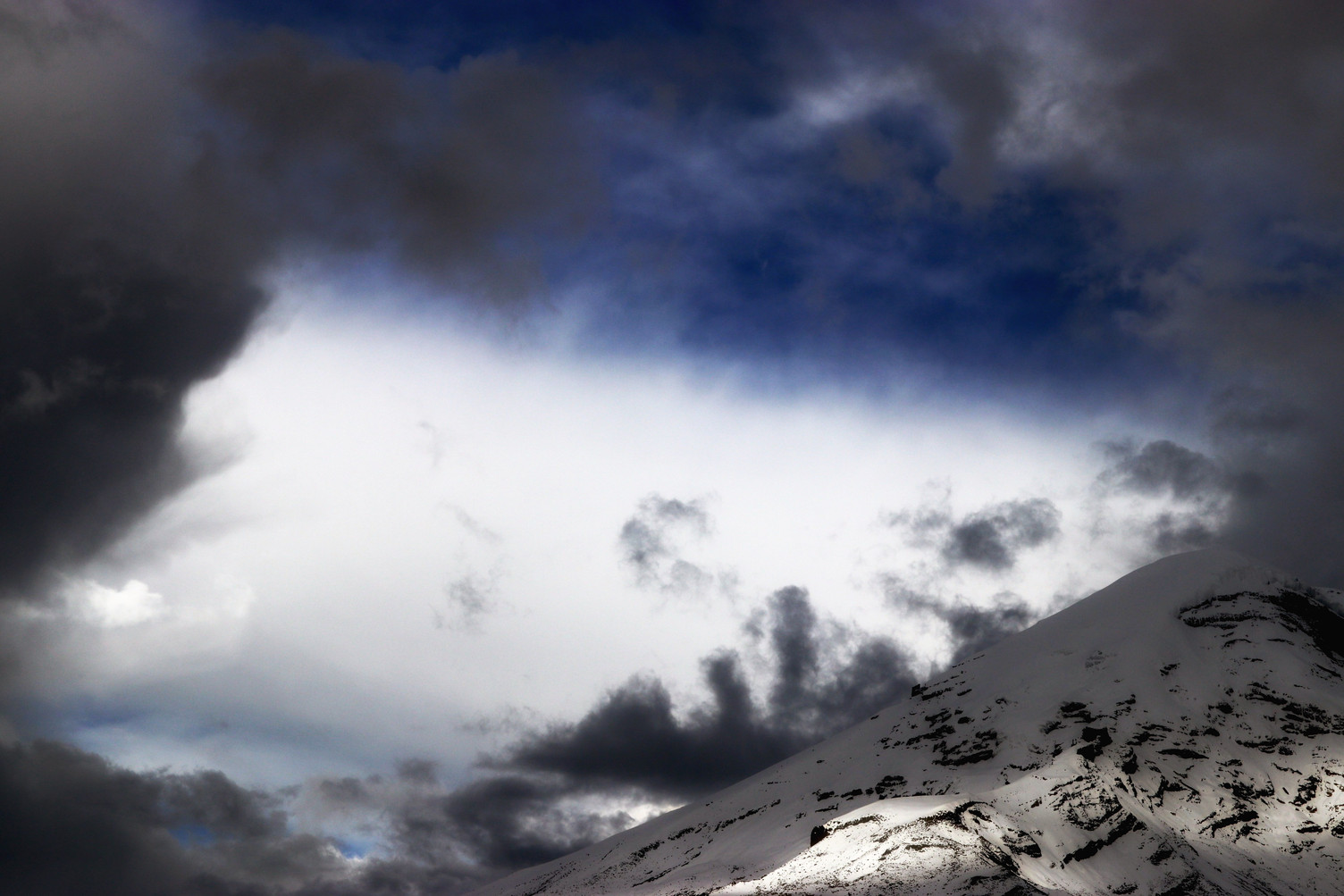 Above about 5000m (16,500') precipitation in the tropical Andes falls as snow.