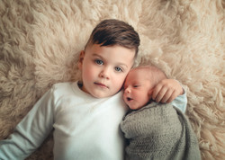 Andrea-Brunno-Vancouver-Newborn-Photography-brothers