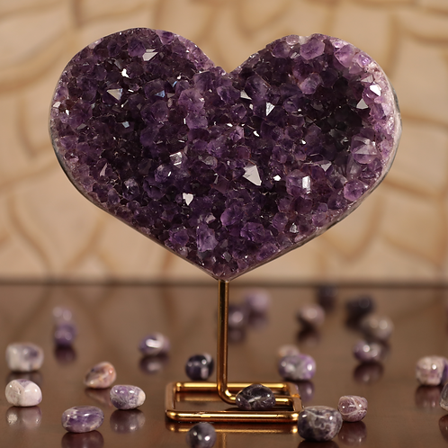 Amethyst heart on Stand