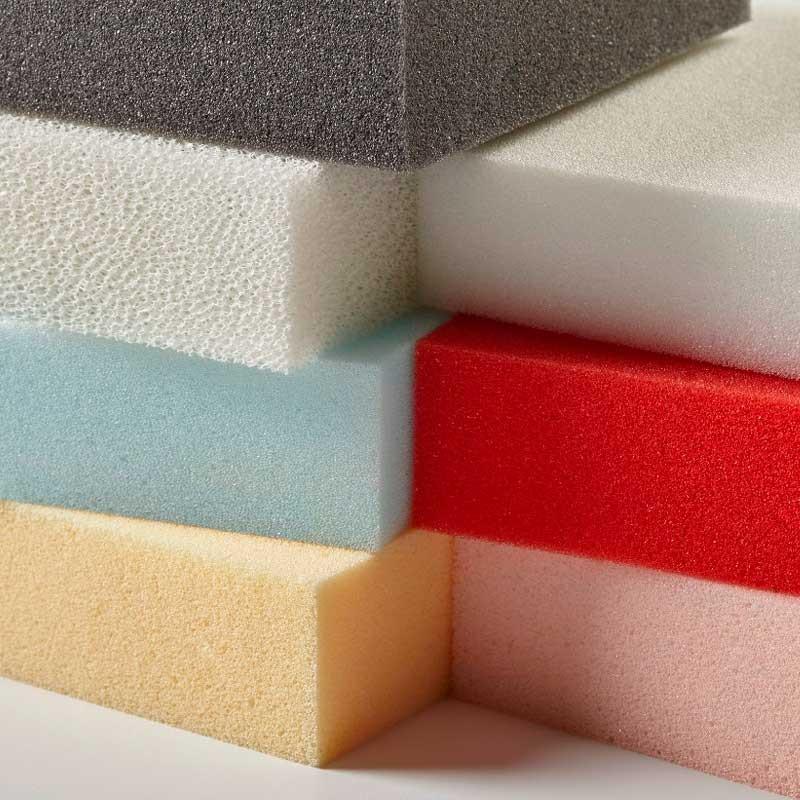 Diferentes espumas de poliuretano flexível, com diferentes cores e densidades