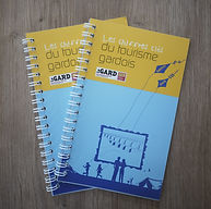 Réalisation de la brochure des chiffres clés du tourisme dans le gard pour l'ADRT du Gard par l'Atelier Vauban graphiste à Nîmes