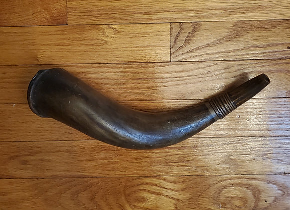 Revolutionary War era Musket Sized Militia Horn with  Carved Plug and Spout