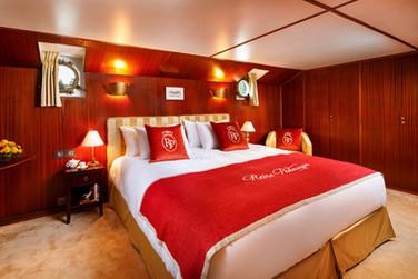 La_Reine_Pedauque_Luxury_Boat_lareineped