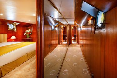 La_Reine_Pedauque_Suite_2_hotel_marketin