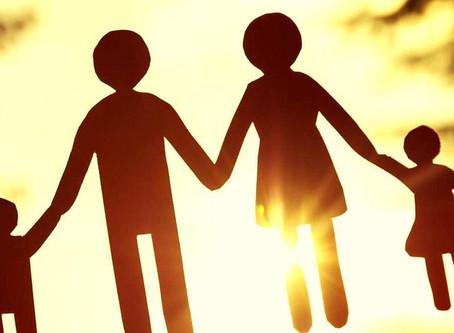 Pessoa adotada perde vínculo com a família biológica e direito à herança
