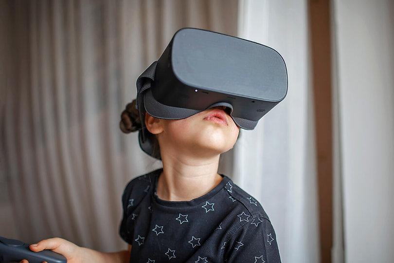 cute-girl-in-virtual-reality-googles-at-