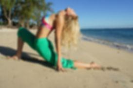 Vinyasa Flow Yoga sur le lagon à la Réunion par Sandra Grange, initiatik Yoga