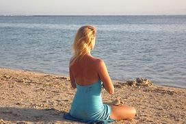 Sandra Grange, professeur de Yoga Initiatik Yoga, méditation sur le lagon de la Saline Les bains, Réunion