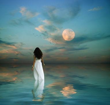 femme_et_lune.jpg