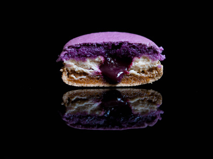 Chestnut & Blackcurrant Macaron - X'mas 2019