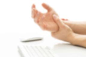 Dor na mao na sindrome do tunel do carpo pode atrapalhar o trabalho