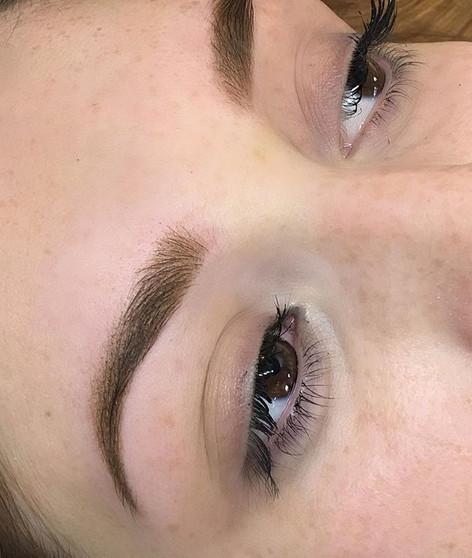 New ombre brows. 🌸 Verzachten nog 30% n