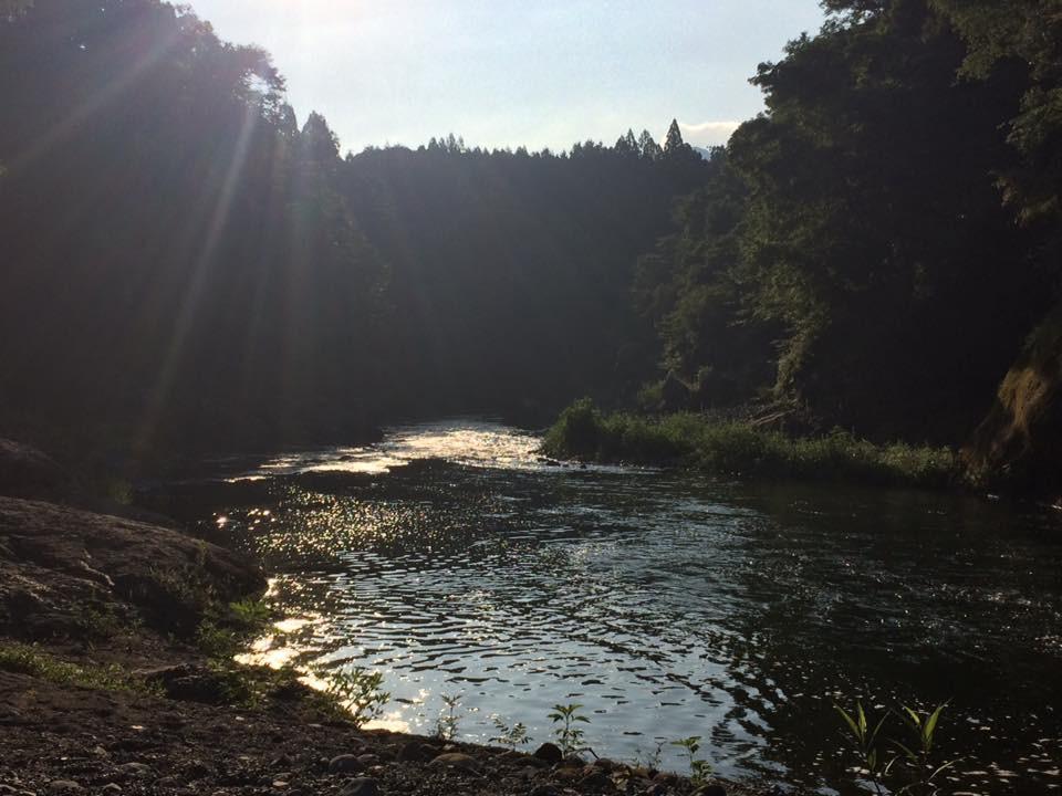 川 七色 の
