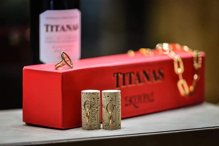 Titanas.jpg