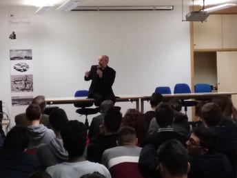 Il Vescovo Nazzareno Marconi ha incontrato gli studenti delle classi quinte del nostro Istituto sul