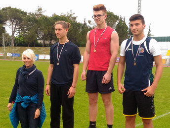 Campionati Studenteschi di Atletica Leggera. Due medaglie d'oro e due d'argento.