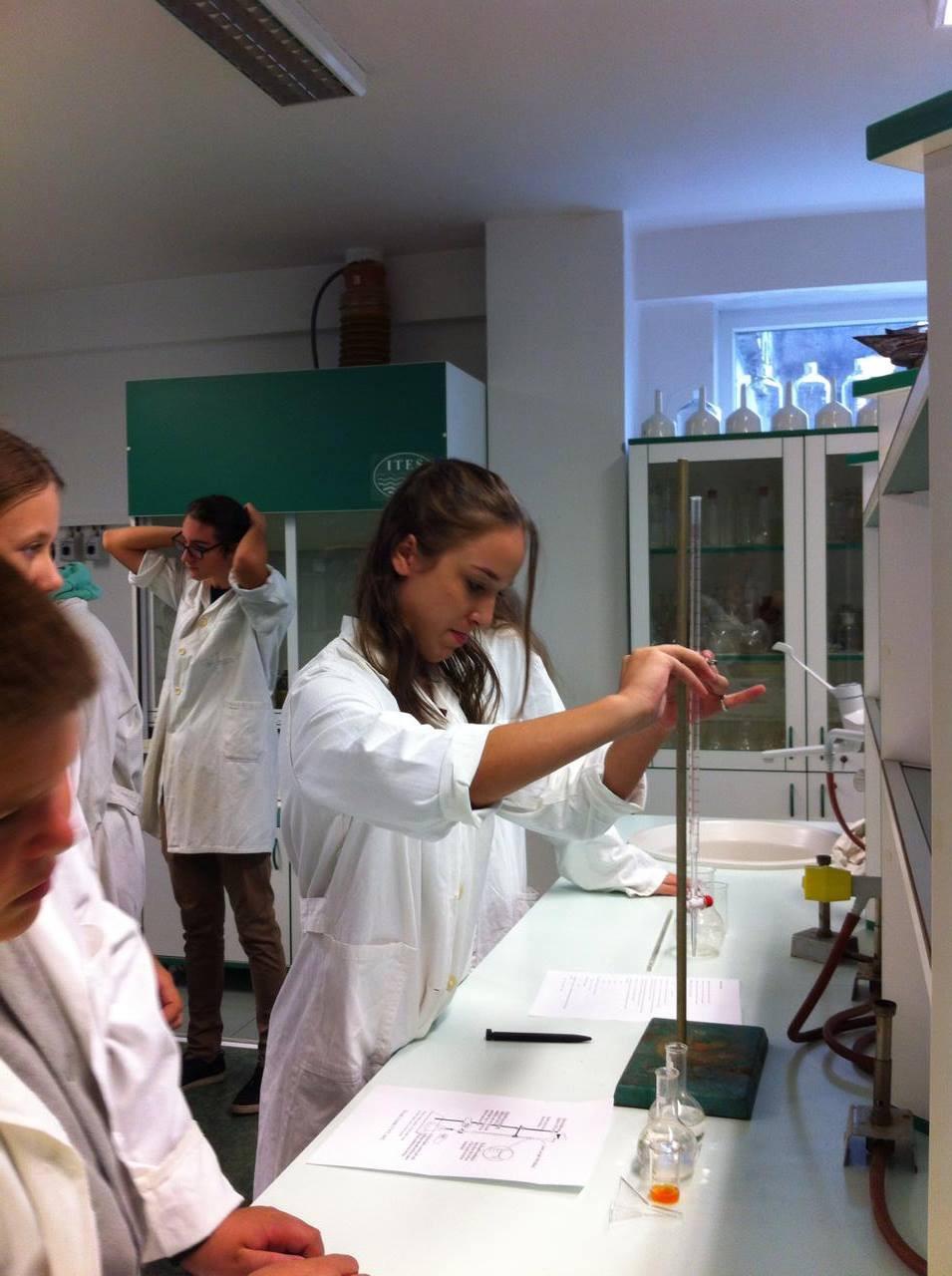 Laboratorio di Chimica al Liceo Classico