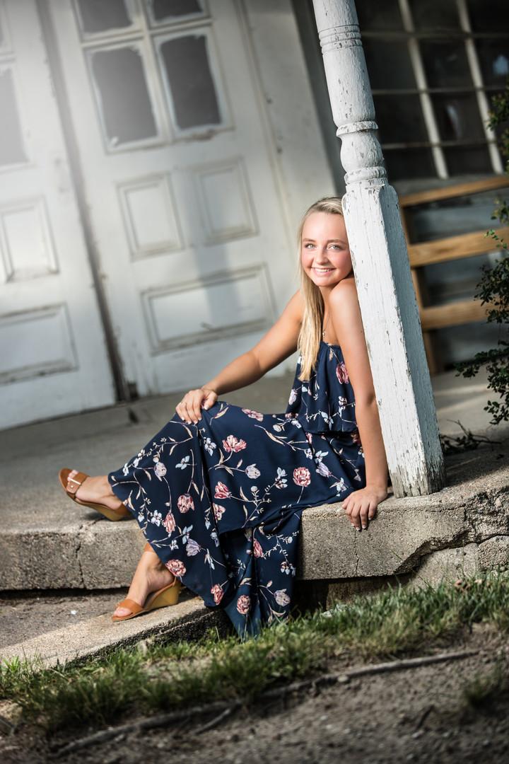 Senior Photo | Girl on Porch
