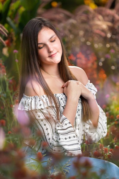Omaha Photographer for Seniors | Outdoor Senior Girl