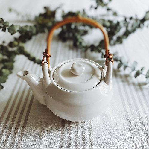 """Perfect Tea For One"""" Pot in Bright White"""