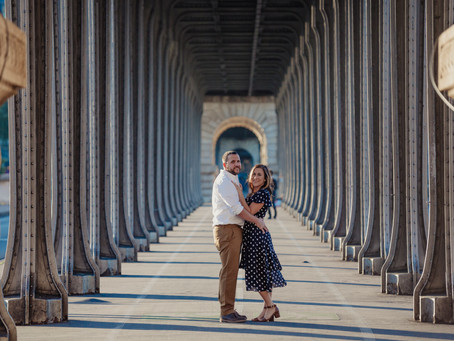 Couple photo session at Bir Hakeim Bridge