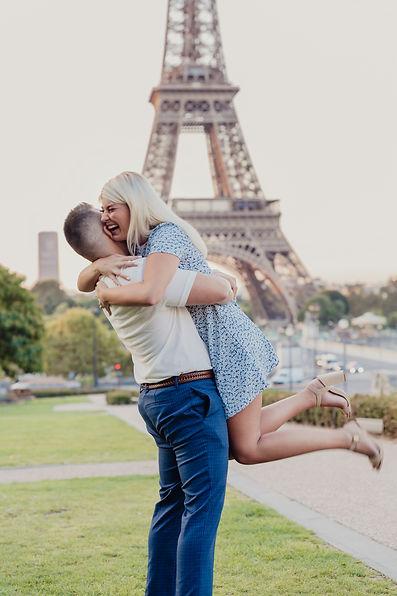 surprise proposal paris photo shoot