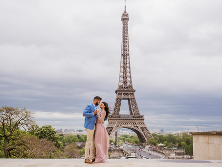 Romantic couple photo shoot near the Eiffel Tower.
