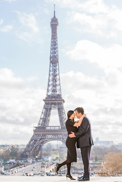 couple photo session eiffel tower