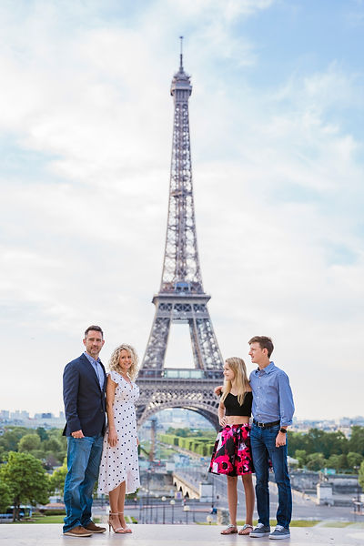 family photo shoot Eiffel Tower