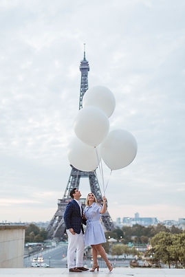 ballons and eiffel tower.