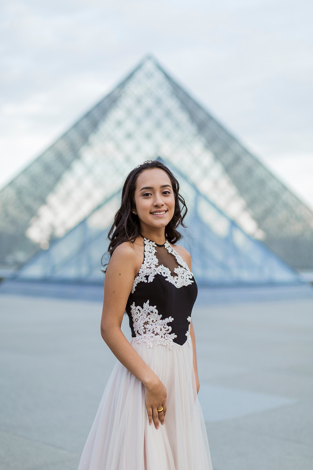 louvre museum girl portrait photos