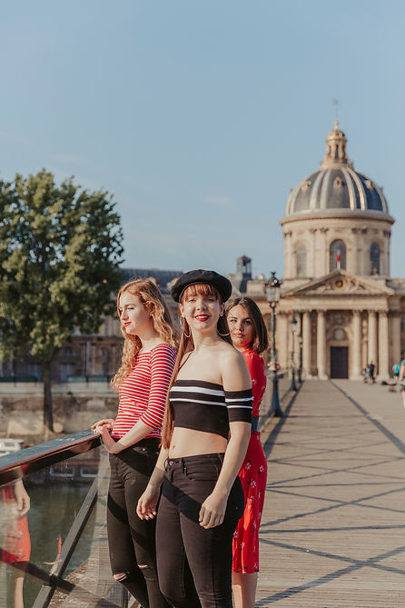 Paris Photo session Paris Photographer Friends Photo session in Paris Paris pics Paris pictures photo shoot in Paris sisterhood best friends forever BFF