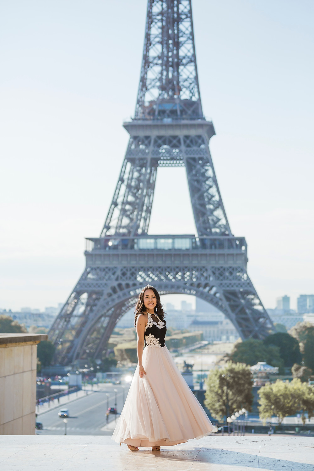 paris photographer eiffel tower session