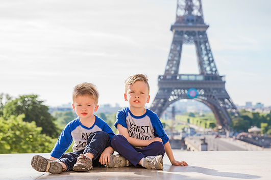 family photo shoot eiffel tower