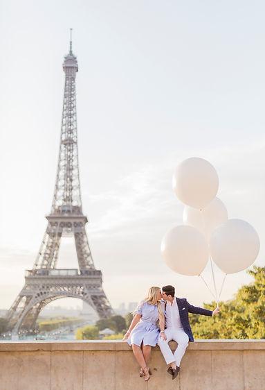 ballons and eiffel tower paris