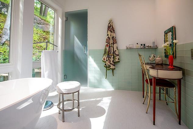 pg_tinkerhill_bathroom2.jpg